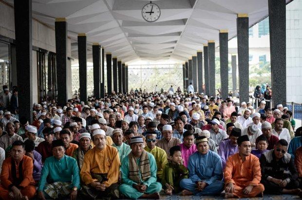 Hasil carian imej untuk umat islam malaysia