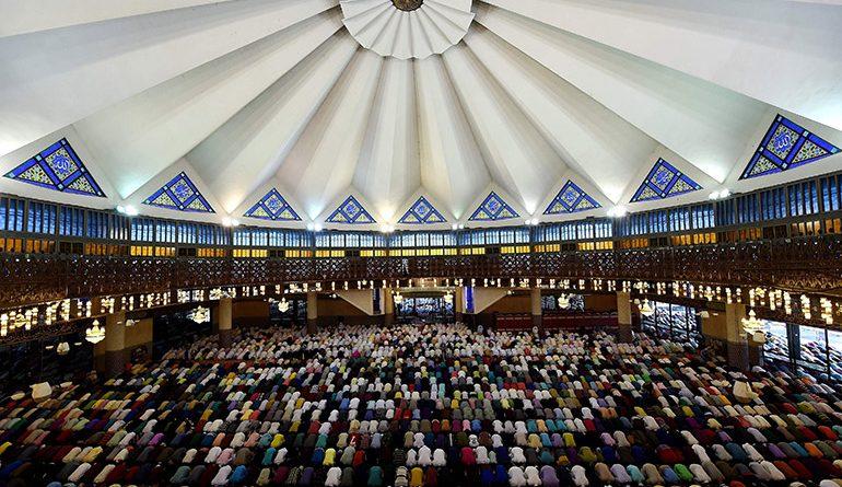Ramadhan Bulan Merapatkan Kembali Saf